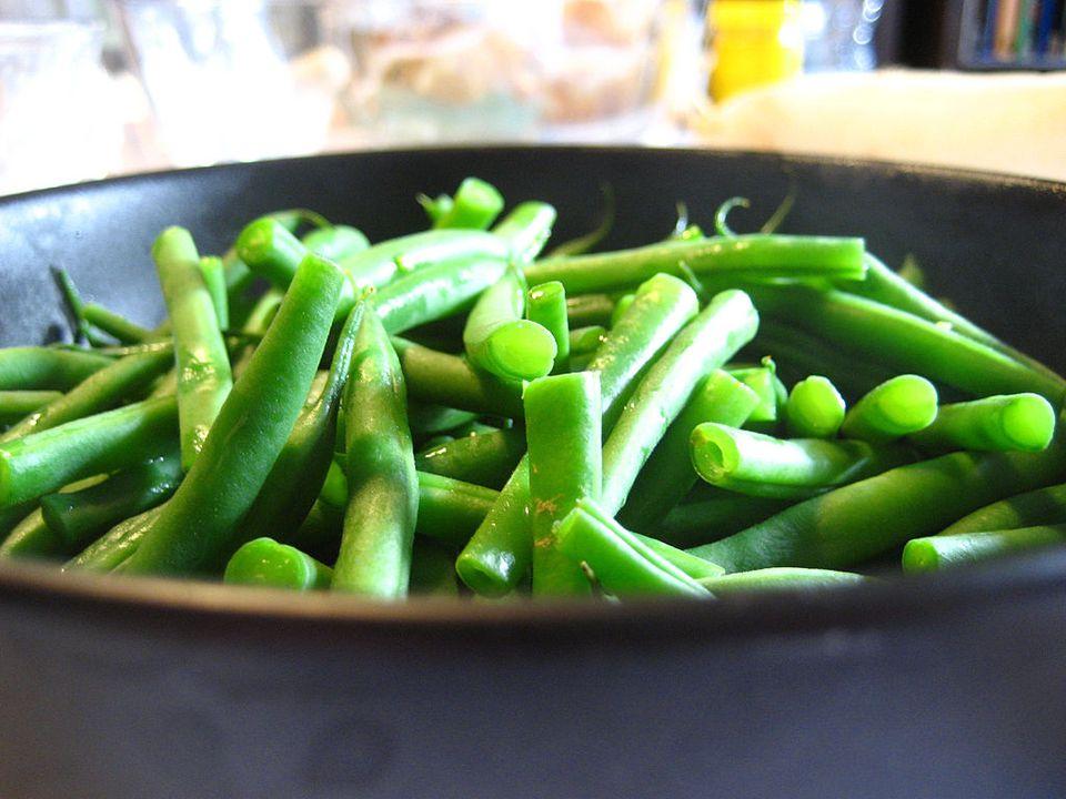 green beans in pot