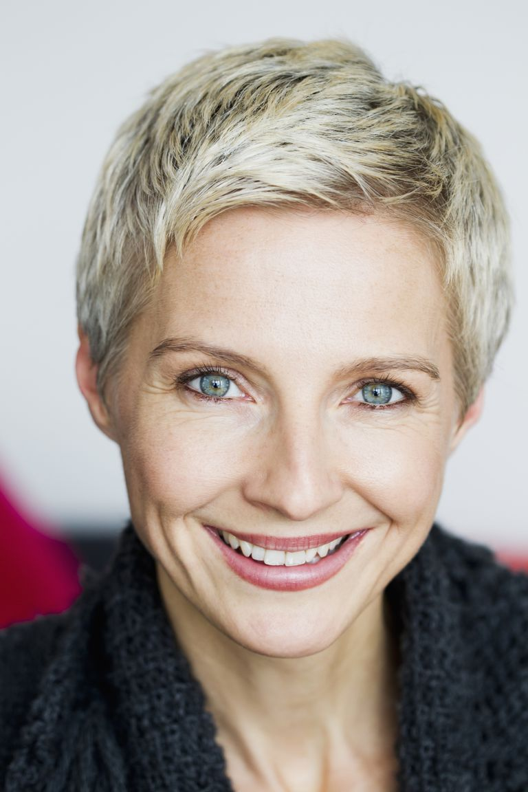 the best short hairstyles for older women: 30 gorgeous cuts