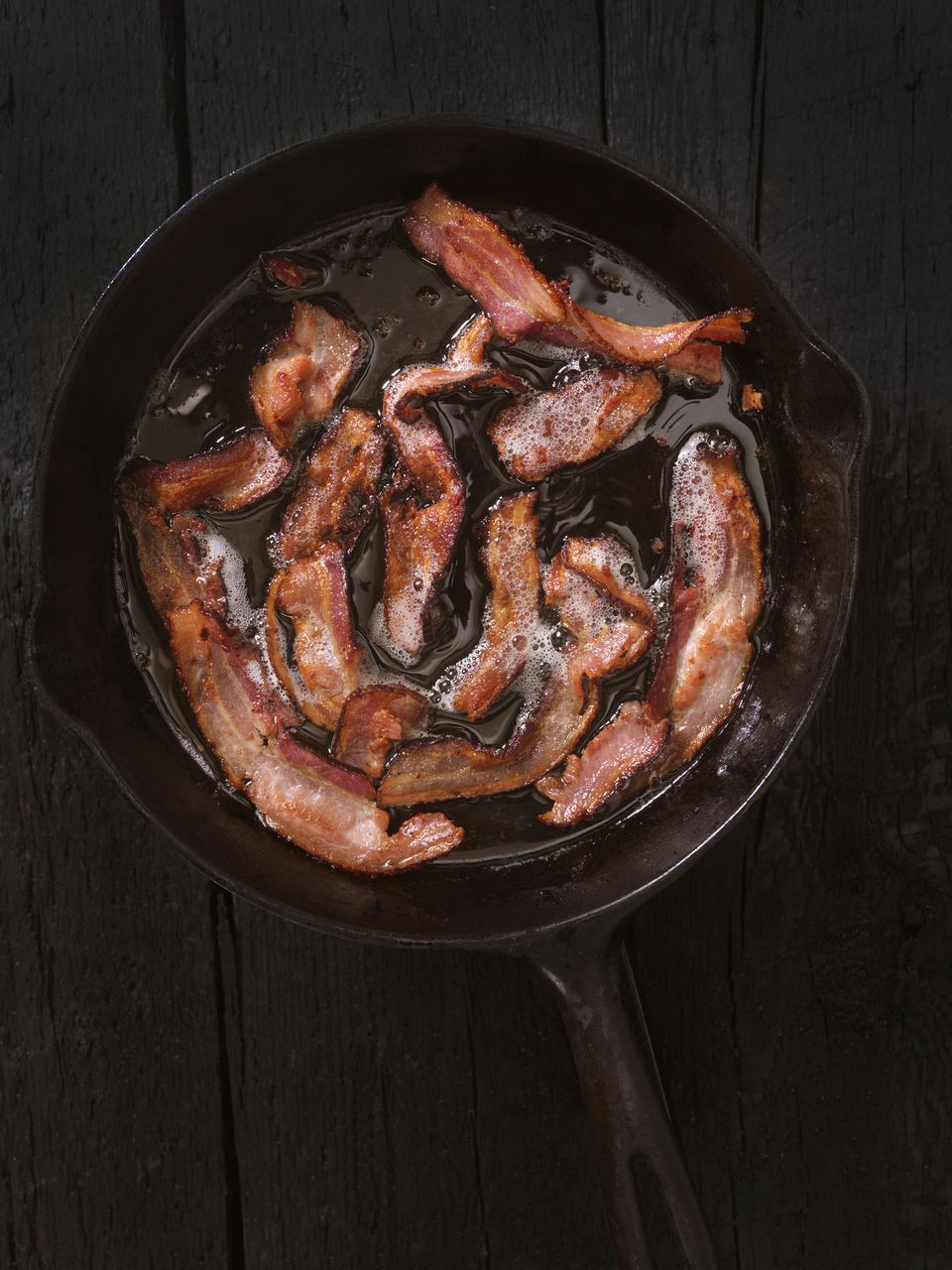 frying bacon in cast iron skillet