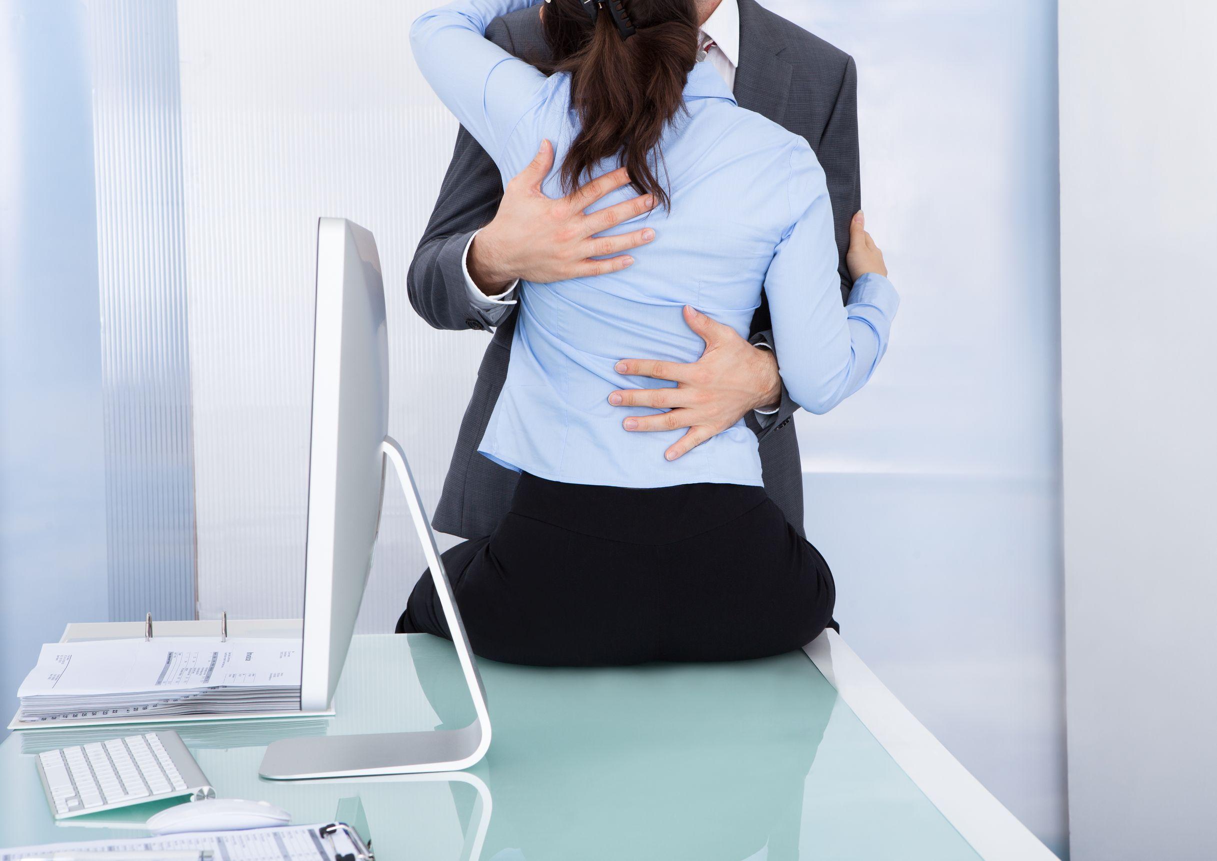5 Common Cheating Spouse Behaviors