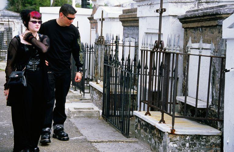appositives - graveyard