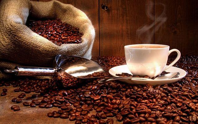 Granos-y-taza-de-cafe-rodasabrao.jpg