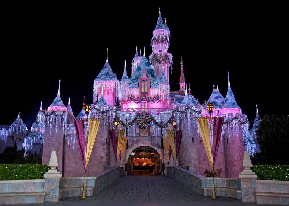 Disneyland_SleepingBeautyWinterCastle_Christmas.jpg
