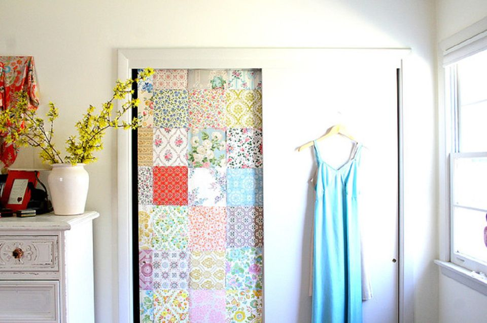 Diy closet door decorating ideas and photos for Closet door ideas diy