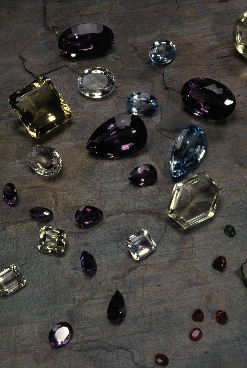 How to tell the difference between genuine gemstones and fake gemstones.