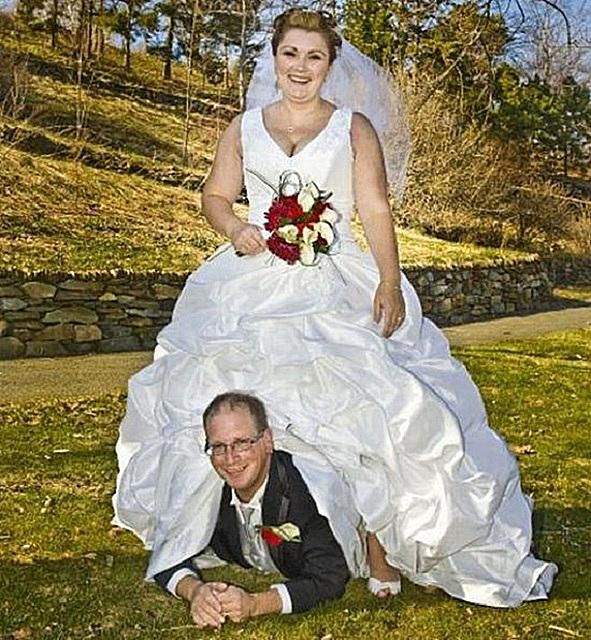 20 Of The Weirdest Funniest Wedding Photos Ever Taken