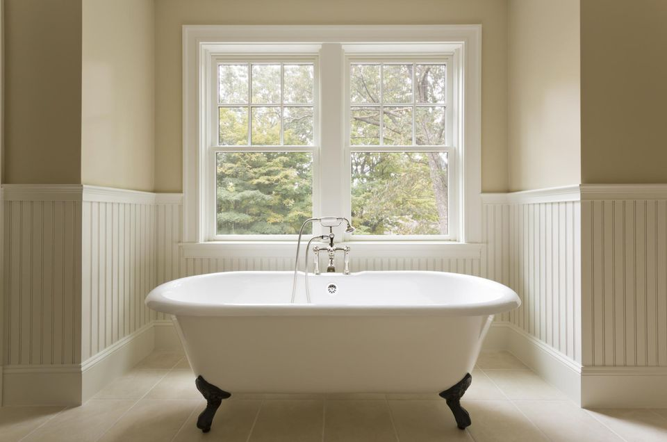 Bathtub reglazing how you can refinish your tub for What is the best bathtub