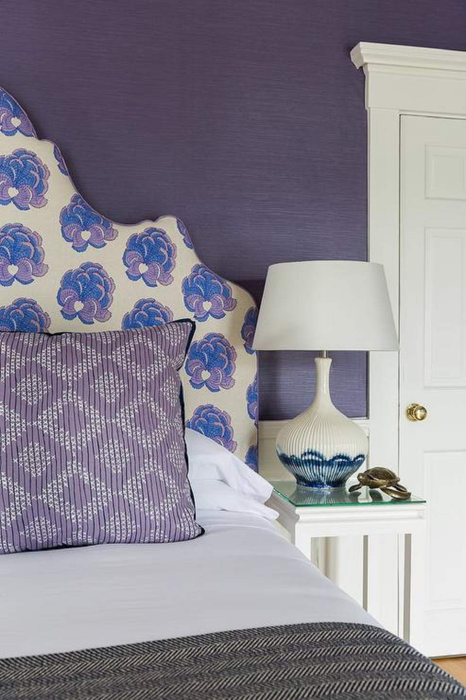 wall decor for purple bedroom purple bedrooms tips and photos for decorating 20085