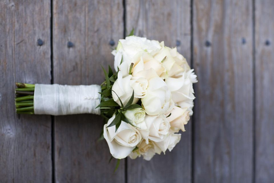 White bridal bouquets classic and elegant white flower bouquet junglespirit Gallery