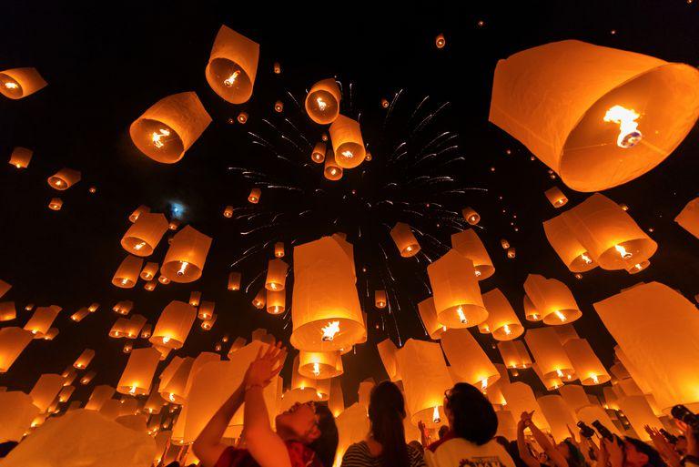 Yi peng Lantern Festival, Chiangmai, Thailand.