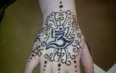 Sun And Moon Kissing Henna