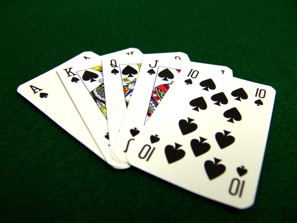 Easy gambling and poker magic tricks for Royal flush fishing
