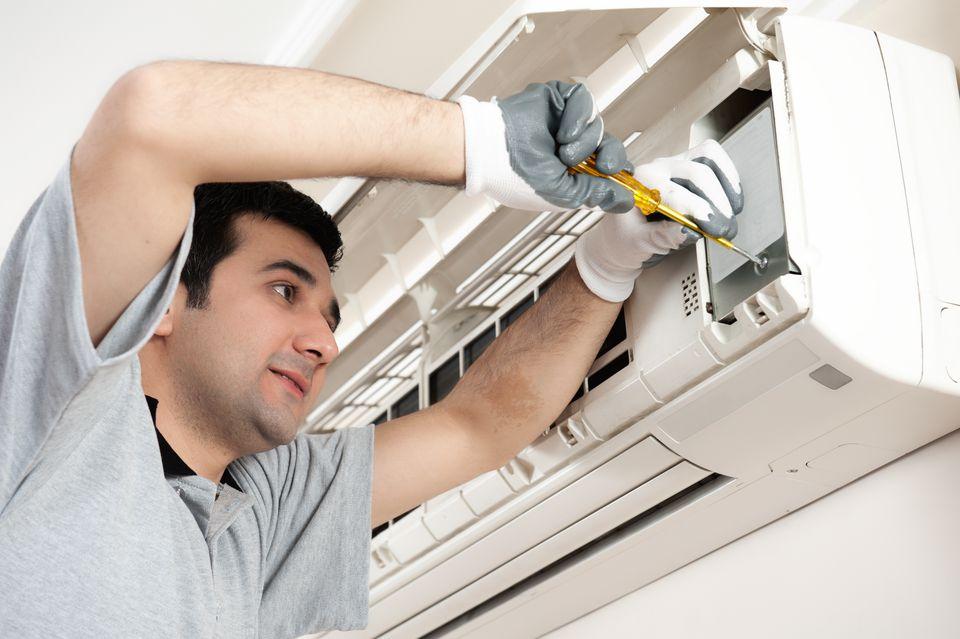 Central air conditioning system repair technician repairing air conditioner sciox Gallery
