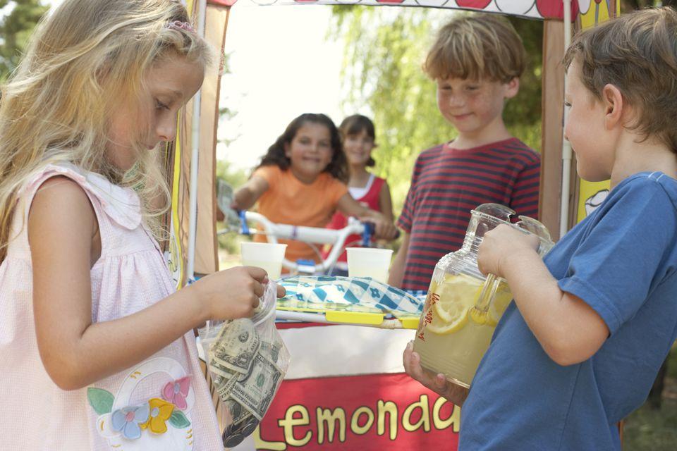 kids' lemonade stand