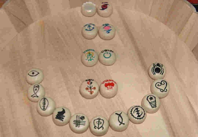 Hoodoo bones (runes)