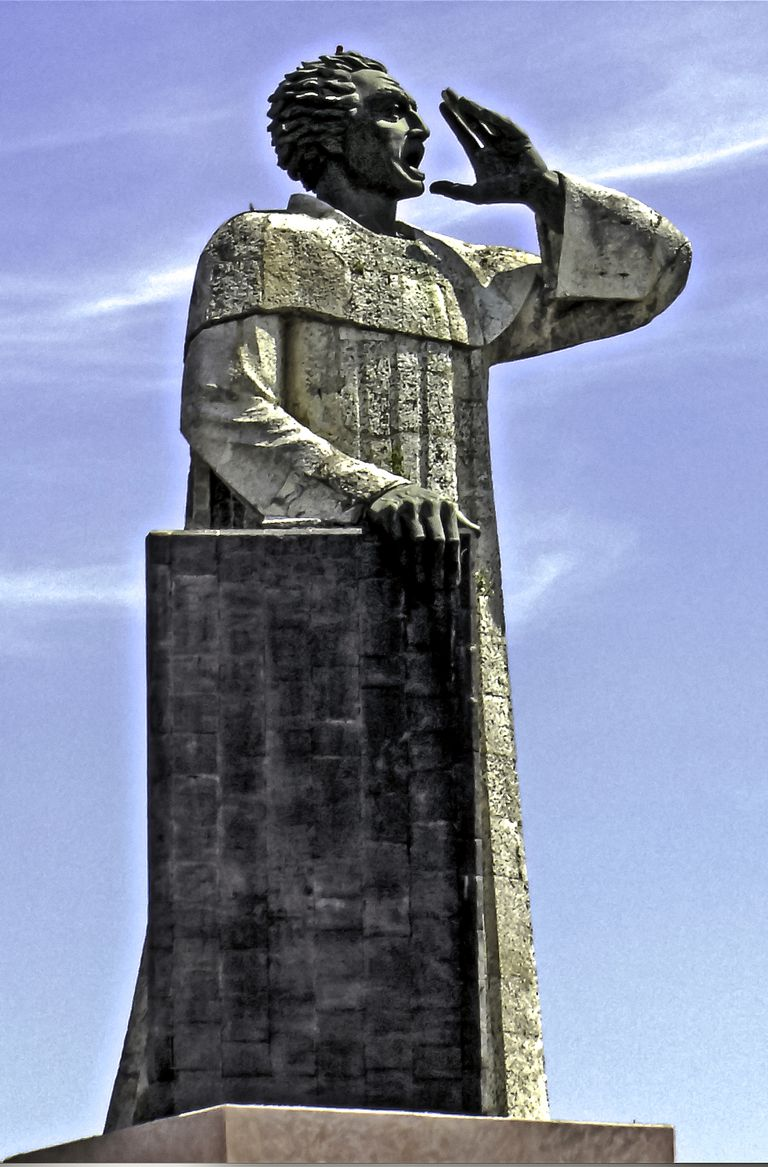 Statue of Antonio de Montesinos