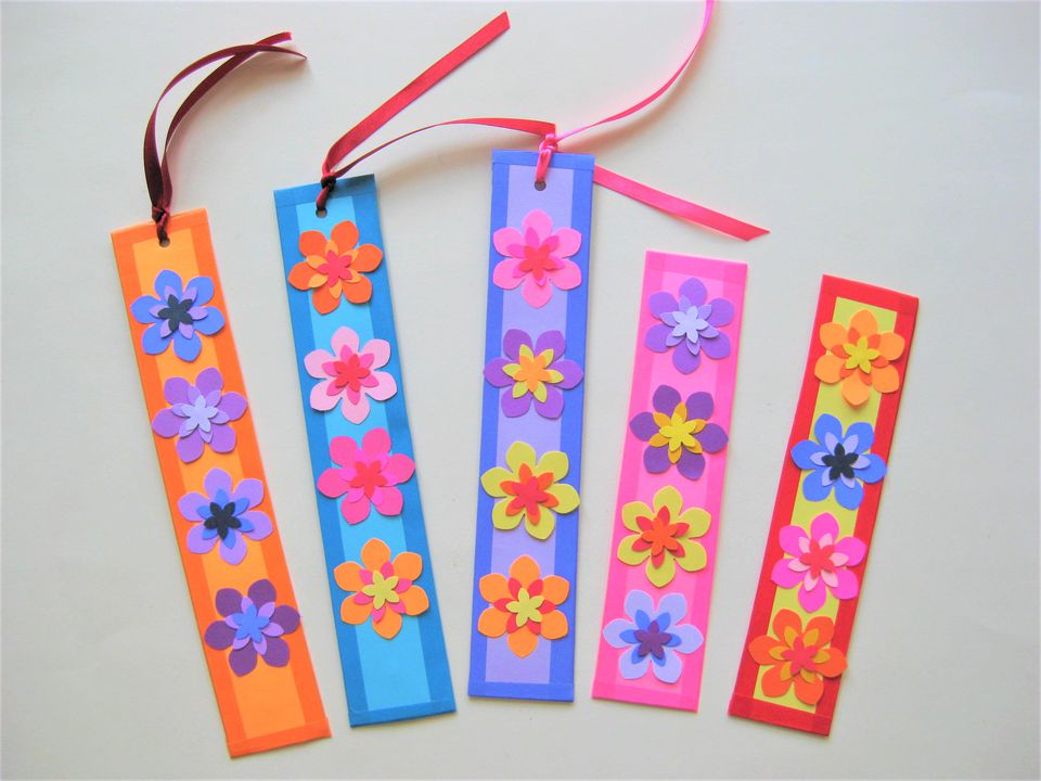 Gorgeous and easy paper flower bookmarks for Easy bookmark ideas