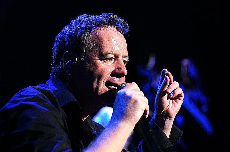 Jim Kerr of Simple Minds performs on stage as support for INXS at the Sydney Entertainment Centre on March 30, 2007 in Sydney, Australia.