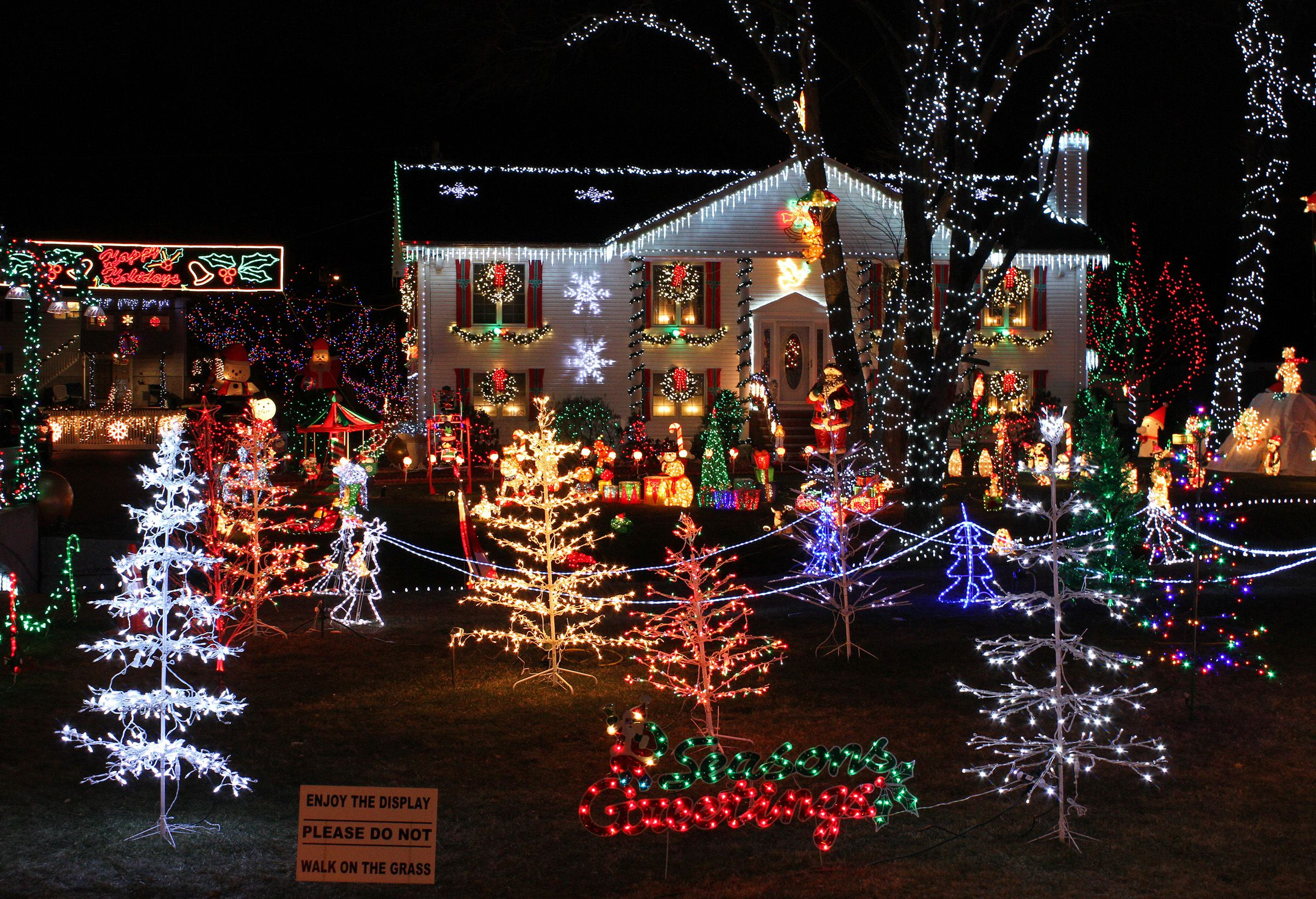 avoid overloading circuits with christmas lights - Christmas Tree Light Repair