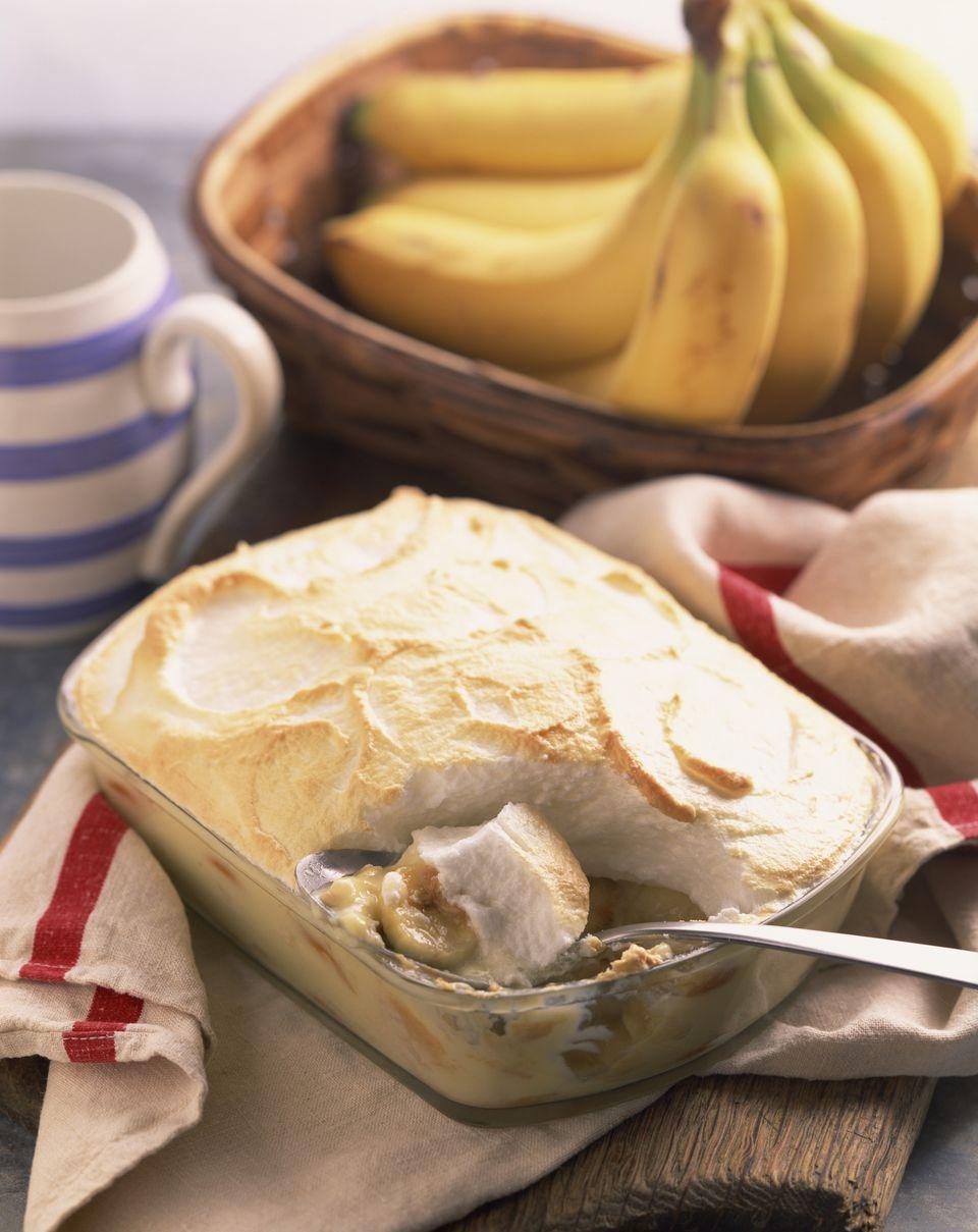 Banana pudding with meringue