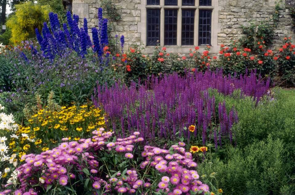 Summer flower garden border ideas for Garden flower borders designs