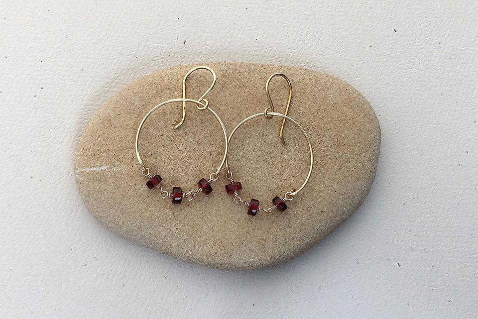 Filename DIY Wire Chain Loop Earrings.jpg Alt Garnet Bead and Wire Hoop Earring DIY Caption