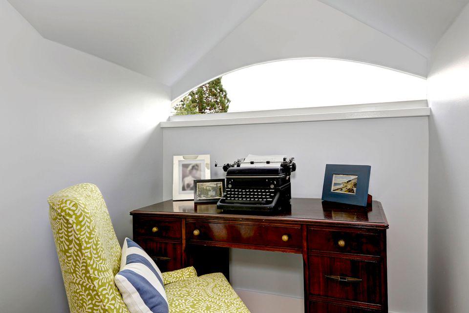 staging bonus room attic hobby