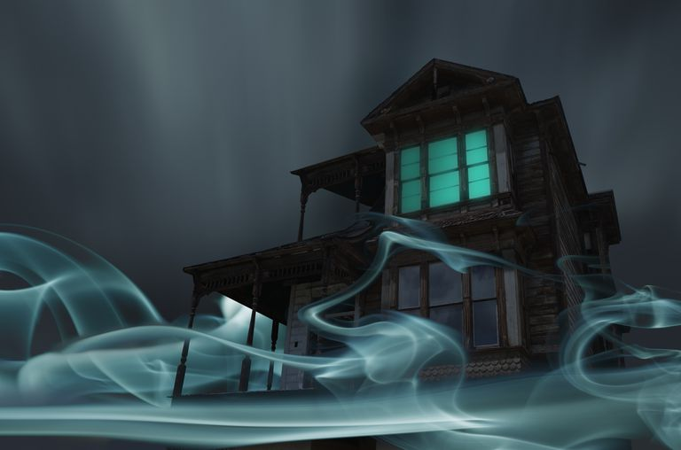 glowing vapor surrounding house - Scary Halloween Music Mp3