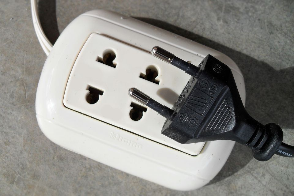 Peru electrical outlet and plug