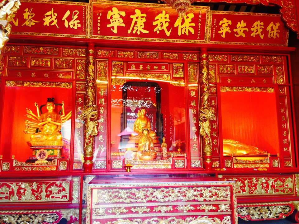 Gold Colored Statues In Wat Mangkon Kamalawat Temple