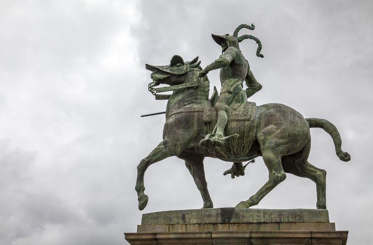 statue of Francisco Pizarro