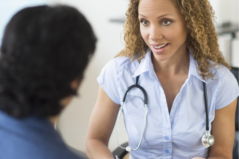 USA, New Jersey, Jersey City, Doctor and patient talking in clinic