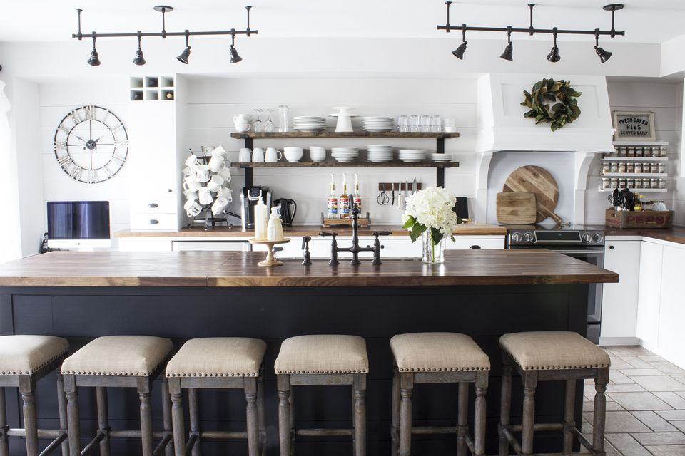 Aka modern farmhouse kitchen