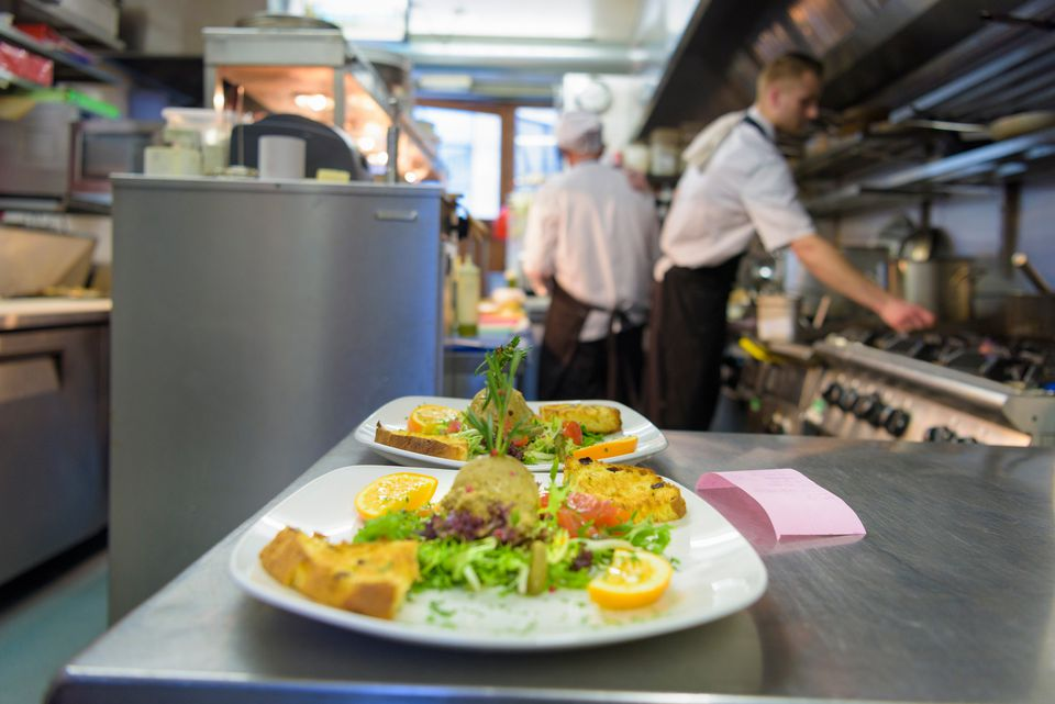 Food prepared a la minute in a restaurant kitchen