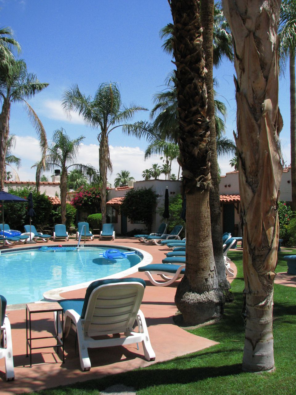 gay friendly resorts in palm springs