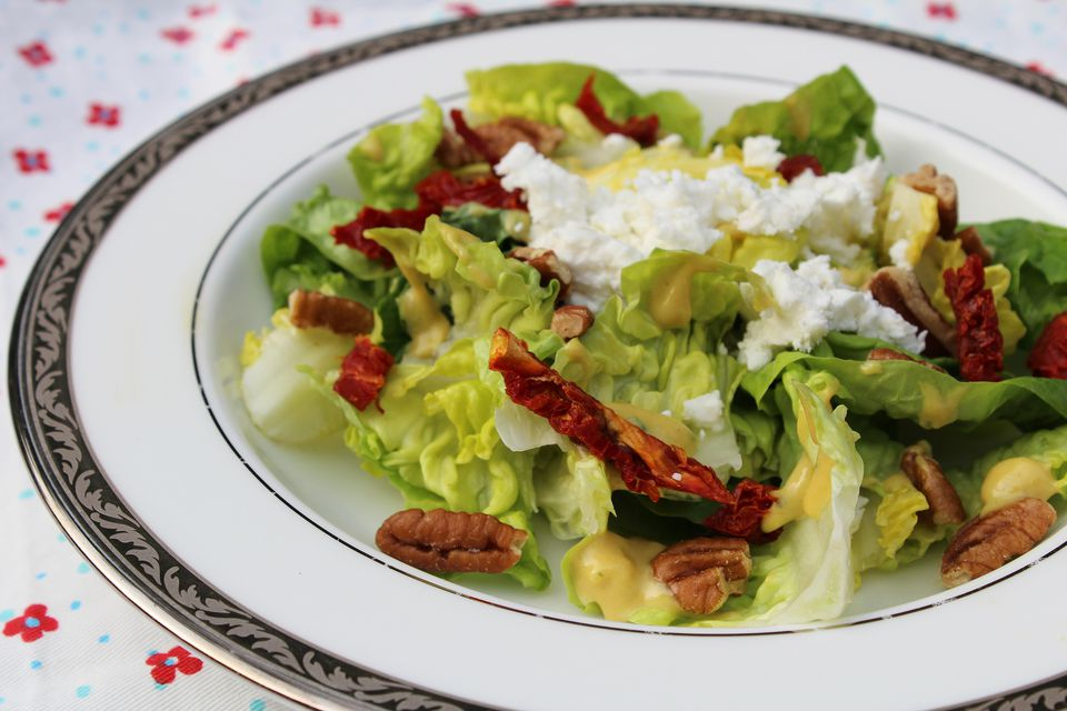 Salad with Sundried Tomatoes, Pecans, and Feta