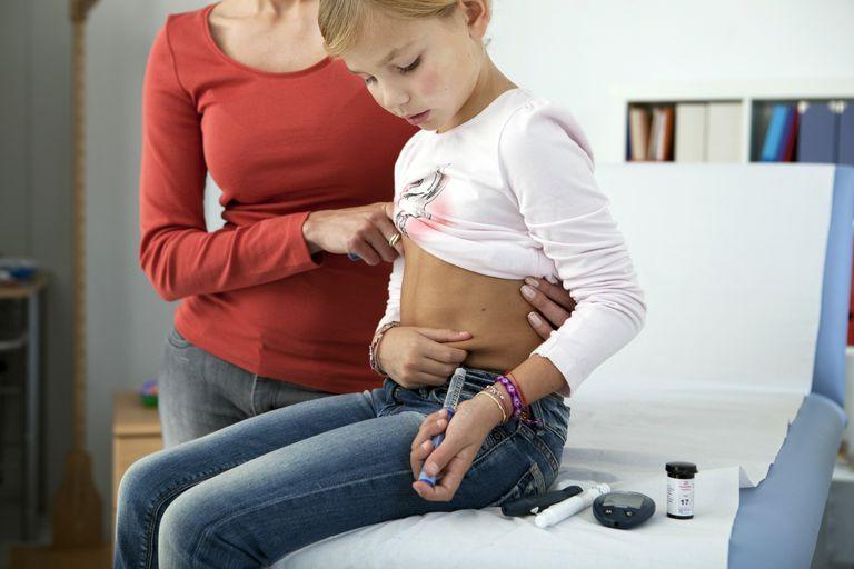 Child injecting insulin