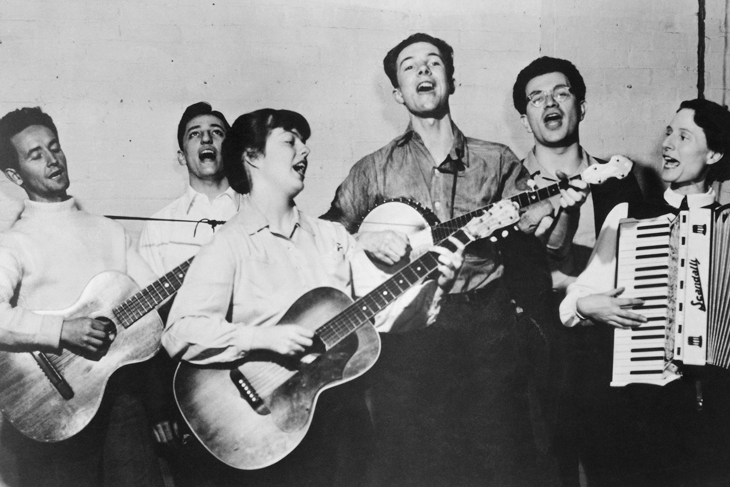 50 Best Folk Music Artists of All Time - ThoughtCo