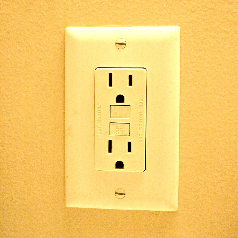 Testing Ground Fault Interrupter Outlets - Fix Open Hot Electrical Outlet