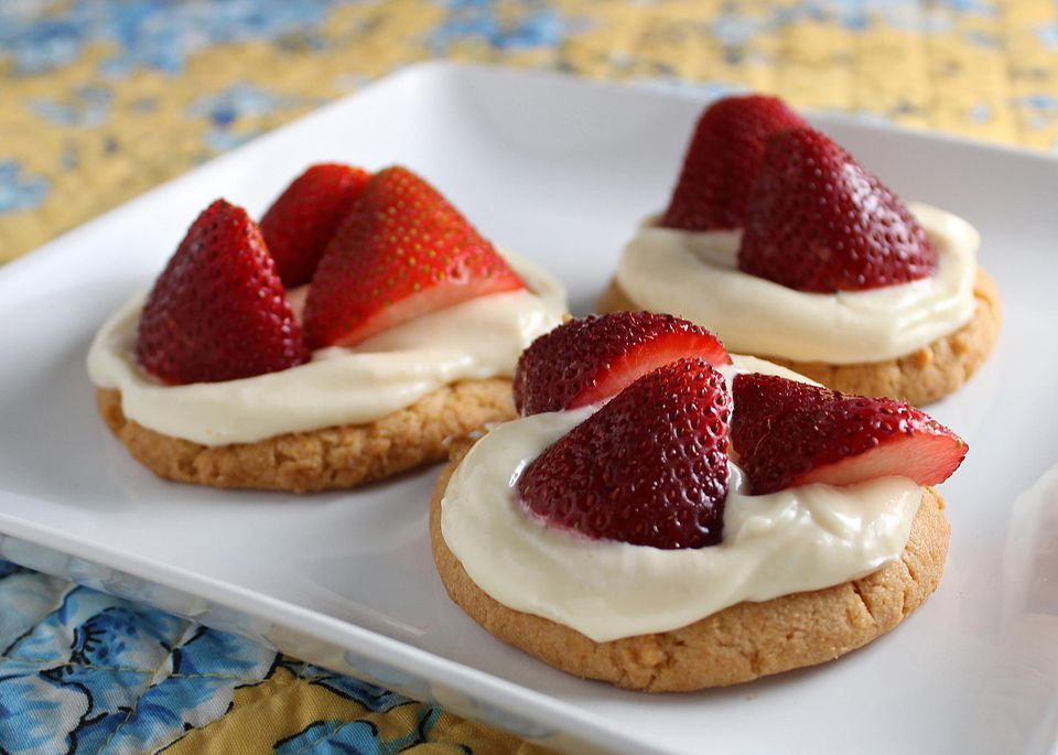 Creamy-Fruit-Tartlets.jpg
