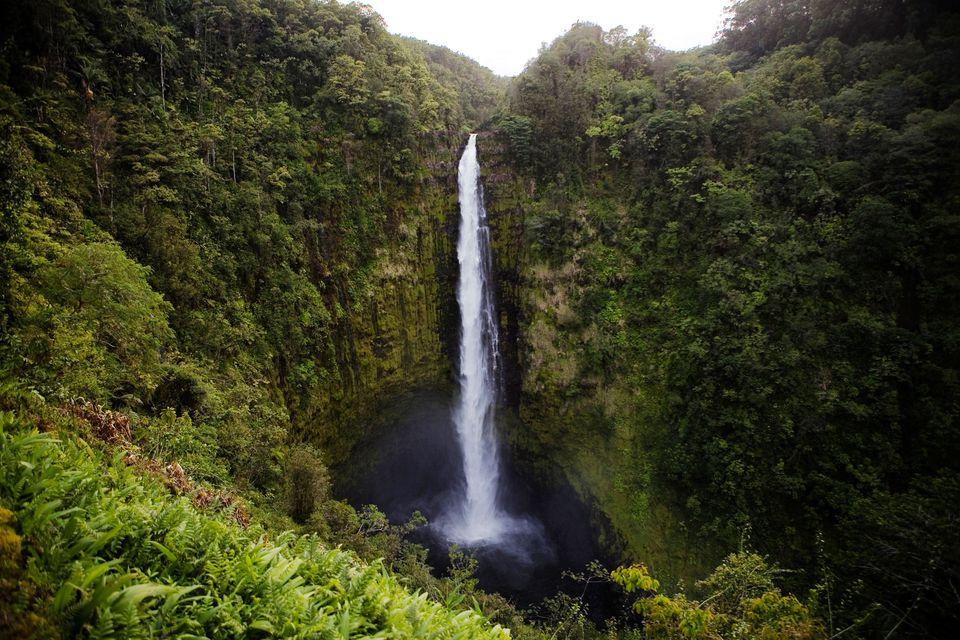 waterfalls borders 14 stunning waterfalls to rival niagara
