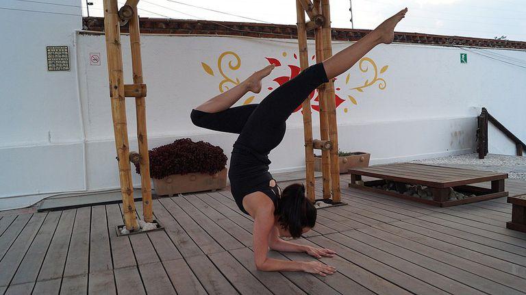 pincha mayurasana pose