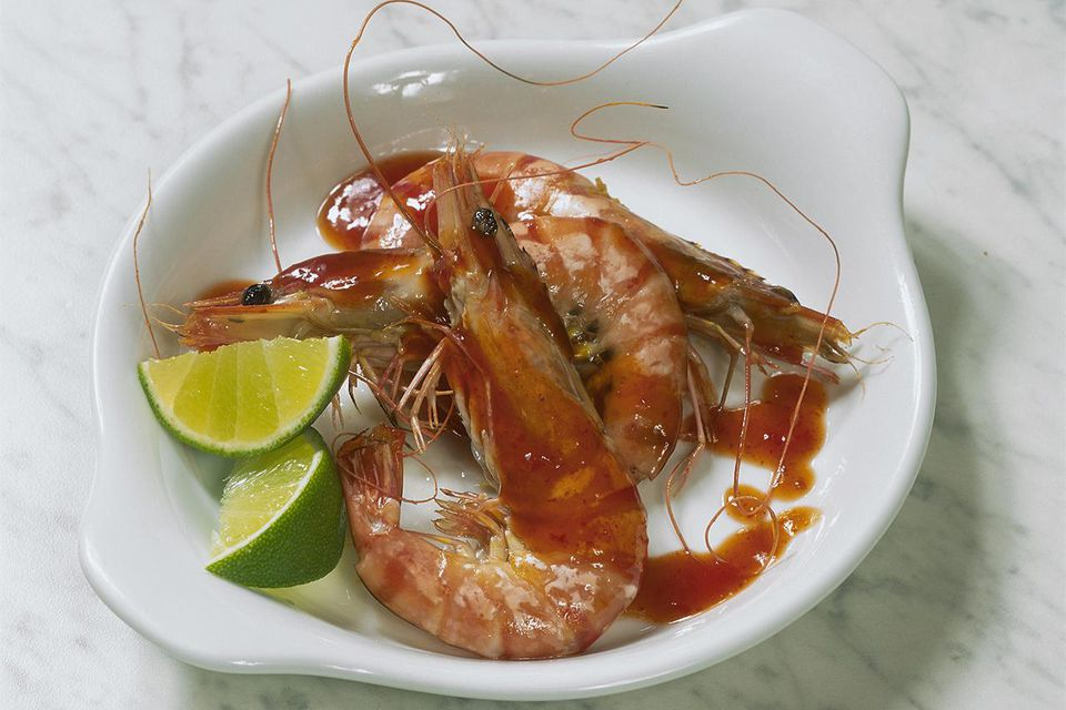 Whole prawns with piri piri sauce