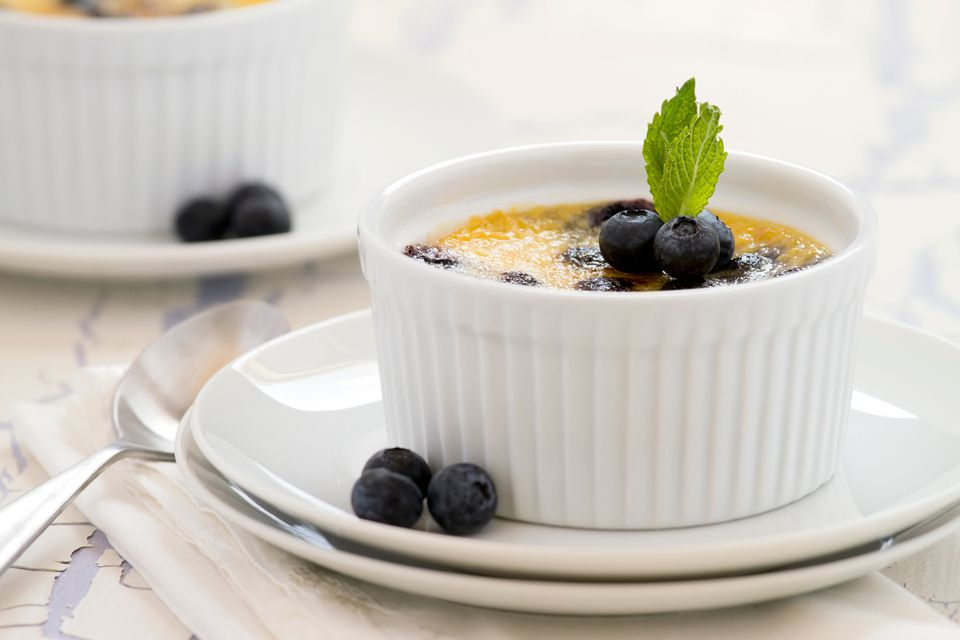 Creme brulee with fresh blueberries