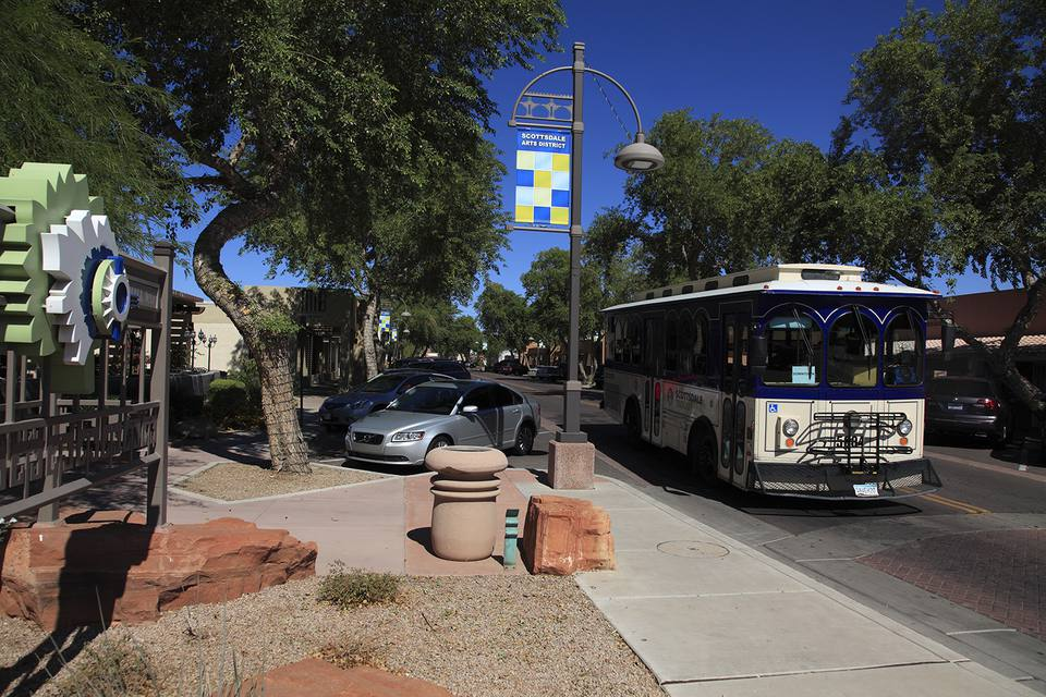 Free trolley bus in Art District of downtown Scottsdale.