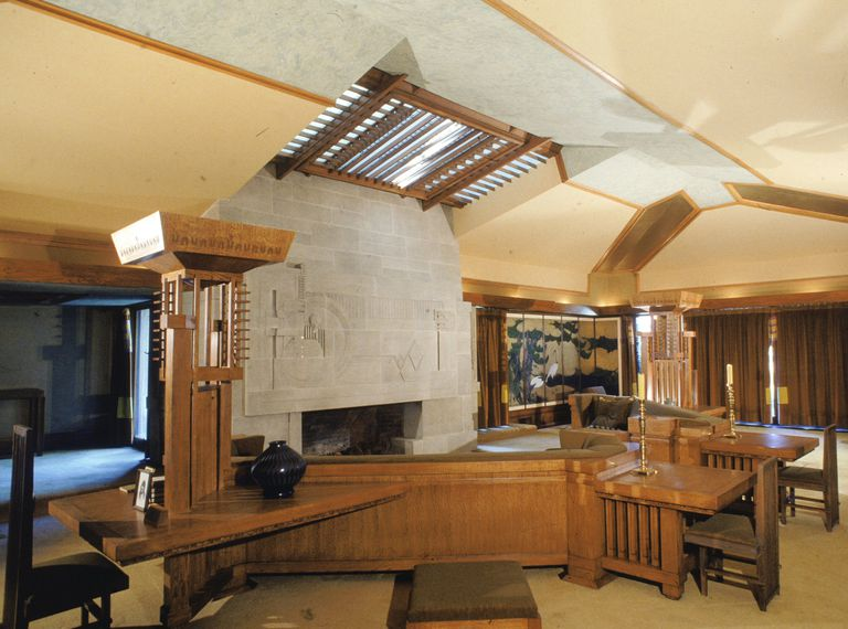 Wright 39 s architecture of space and interior designs for Frank lloyd wright interior designs
