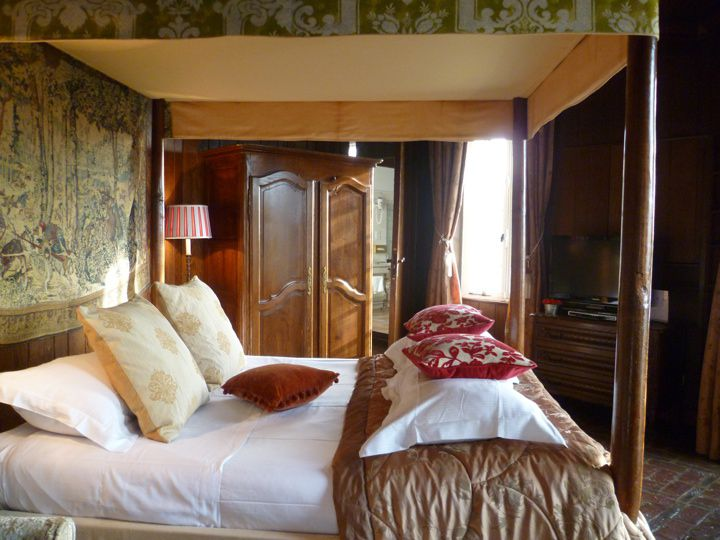 Top french chateau castle hotels in france for What is a french bed in a hotel
