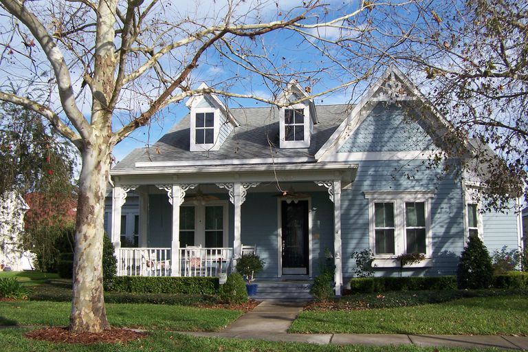 Folk victorian porches pictures victorian style houses for Folk victorian house plans