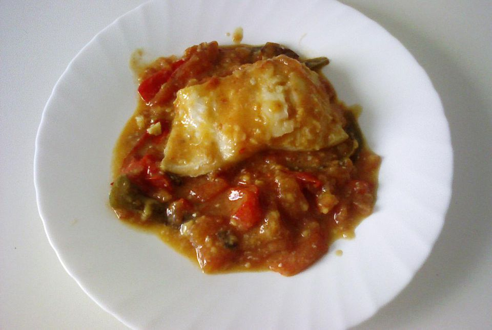 Cod fish and tomato sauce bacalao con tomate recipe for Sauce for cod fish