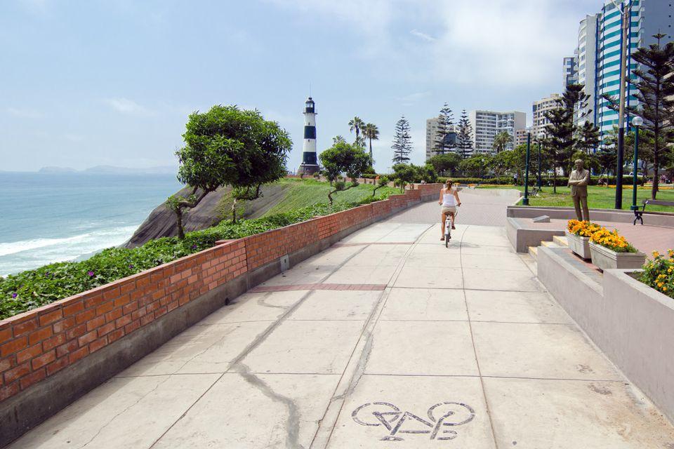 Cycling along El Malecon in Miraflores